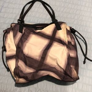 EUC Burberry Buckleigh Packable tote